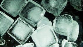 Pezzi di ghiaccio di fusione fotografia stock libera da diritti