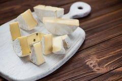 pezzi di insieme del brie del formaggio Immagine Stock