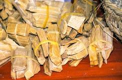 Pezzi di legno legati immagine stock