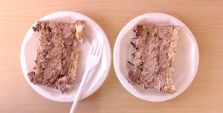 Pezzi di ona saporito del dolce un piatto eliminabile Immagine Stock