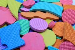 Pezzi di plastica di puzzle dei bambini del ritaglio Fotografie Stock Libere da Diritti