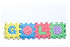 Pezzi di puzzle con l'oro di parola fotografia stock libera da diritti