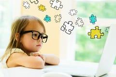 Pezzi di puzzle con la bambina Immagini Stock Libere da Diritti