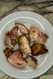 Pezzi di sale fritto delle eruzioni del bacon saturato fotografia stock