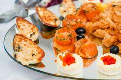 Pezzi di salmone e di cozze cucinati rosso Immagine Stock Libera da Diritti