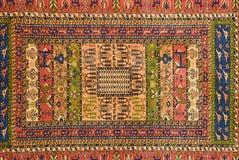 Pezzi di tappeti modellati variopinti come ambiti di provenienza Fotografie Stock Libere da Diritti