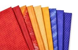 Pezzi di tessuti imbottenti che si trovano sopra a vicenda Fotografia Stock
