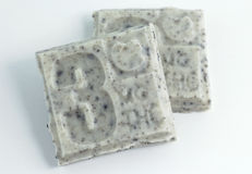 Pezzi di THC Candy Antivari su fondo bianco Fotografia Stock Libera da Diritti