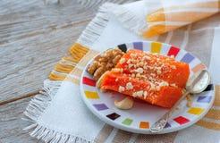 Pezzi di zucca al forno dolce con i dadi Il piatto turco è Kab Fotografia Stock