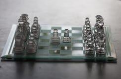 Pezzi e scacchiera di vetro Fotografia Stock Libera da Diritti