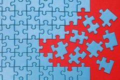 Pezzi mancanti di concetto in un puzzle Fotografia Stock