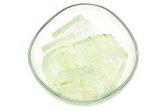 Pezzi sbucciata e inciso della pianta di vera dell'aloe, Fotografia Stock Libera da Diritti