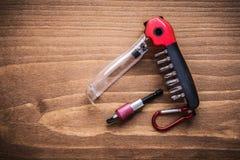 Pezzi sostituibili del turnscrew in cassetta portautensili sul constructi del bordo di legno Fotografia Stock Libera da Diritti