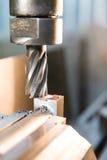 Pezzo dell'acciaio di fresatura Fotografie Stock