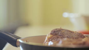 Pezzo di arrosto di manzo steaming video d archivio