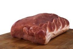 Pezzo di carne fresca su un tagliere immagini stock libere da diritti