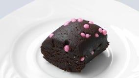 Pezzo di dolce di cioccolato con le palle rosa archivi video
