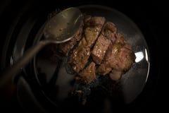 Pezzo di filetto di manzo da essere piatto nero inciso Immagini Stock