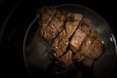 Pezzo di filetto di manzo da essere piatto nero inciso Fotografie Stock Libere da Diritti