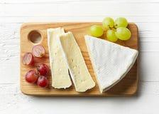 Pezzo di formaggio del brie Fotografia Stock