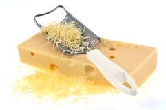 Pezzo di formaggio e di grattugia del formaggio fotografie stock