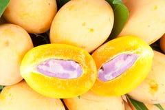 Pezzo di frutta tropicale tailandese (prugna mariana) fotografia stock