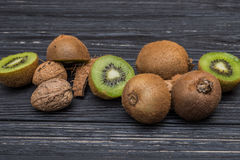 Pezzo di kiwi e di noce di cocco Fotografia Stock Libera da Diritti