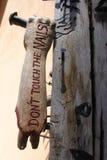 Pezzo di legno scolpito estratto firmato Fotografia Stock