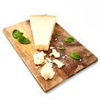 Pezzo di parmigiano e di formaggio grattugiato Fotografia Stock Libera da Diritti
