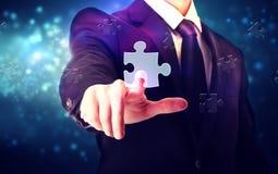 Pezzo di puzzle con l'uomo d'affari Immagine Stock
