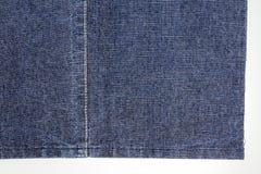 Pezzo di tessuto blu scuro dei jeans Immagini Stock Libere da Diritti