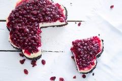 Pezzo di torta di formaggio con i mirtilli rossi Immagine Stock Libera da Diritti