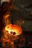 Pezzo in lavorazione caldo del metallo per la fabbricazione di acciaio placcato Immagini Stock