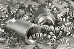 Pezzo in lavorazione e turnings d'acciaio Immagine Stock Libera da Diritti
