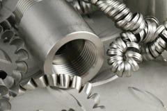 Pezzo in lavorazione e turnings d'acciaio Immagini Stock Libere da Diritti