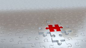 Pezzo rosso della tenuta quella d'argento di quattro pezzi di puzzle Immagine Stock Libera da Diritti