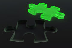 Pezzo verde di cristallo di puzzle Fotografie Stock
