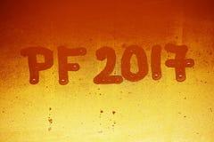 PF 2017 geschrieben auf ein nebelhaftes Fenster Hintergrund für die Feier des neuen Jahres 2017 Stockbilder