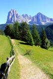 Pfad in den Dolomitbergen, Italien Stockfotos