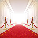 Pfad des roten Teppichs zur Erfolgsleuchte. Lizenzfreie Stockbilder