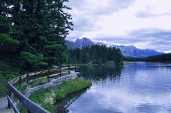Pfad durch den See Lizenzfreie Stockfotografie