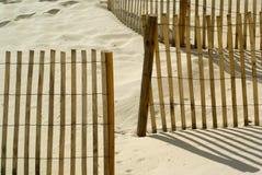 Pfad zum auf den Strand zu setzen Stockbilder