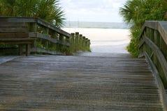 Pfad zum leeren Strand Stockbilder