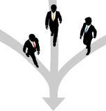Pfade des Geschäftsmann-Wegs 3 zusammen in Richtung zu einem Stockbilder