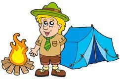 Pfadfinder mit Zelt und Feuer Stockfoto