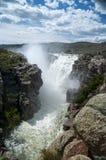 Pfadfinder-Reservoir-Abflusskanal über dem Fließen Lizenzfreie Stockfotografie