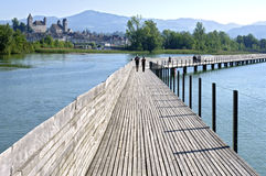 Pfaffikon人行桥在湖瑞士苏黎士的 图库摄影
