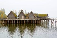 Pfahlbauten, Unteruhldingen, dwelli neolitico ricostruito del lago Immagini Stock