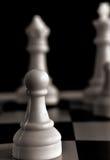 Pfandgegenstand auf einem Schachbrett Stockfoto