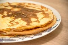 Pfannkuchen auf dem plate Lizenzfreie Stockfotografie
